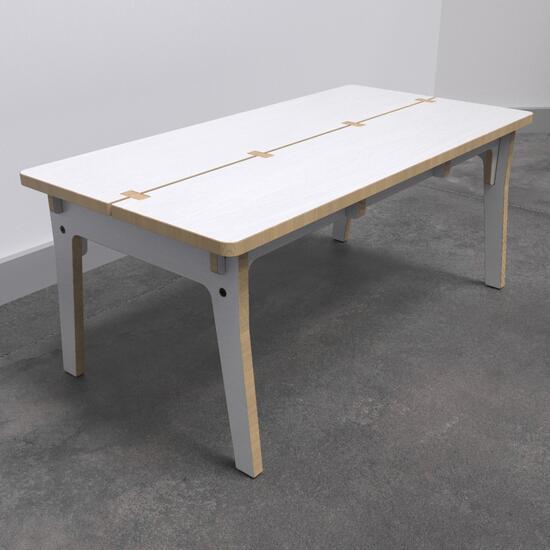 Op deze afbeelding ziet u de Buxus Table white uit de kindermeubel collectie Buxus