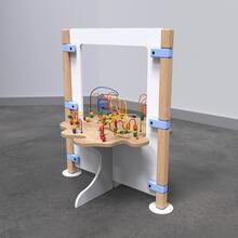 Op deze afbeelding staat speelhek kralentafel beastree table